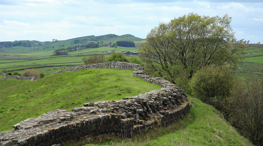 Walltown Crags in the distance and Aesica Roman fort centre